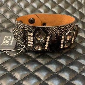 🆕Buckle BKE Edgy Embellished Leather Snake Cuff